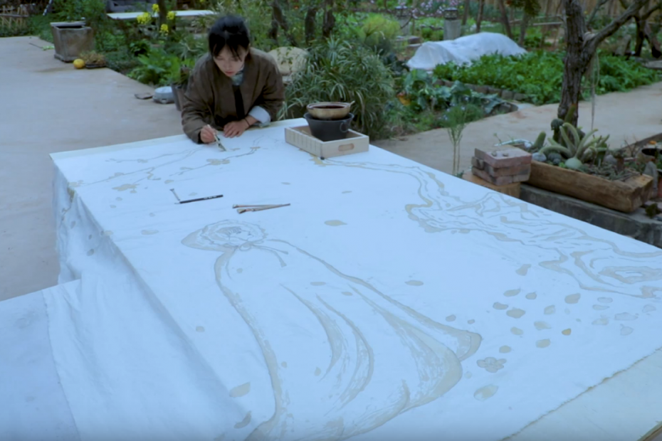 Liziqi drawing on fabric